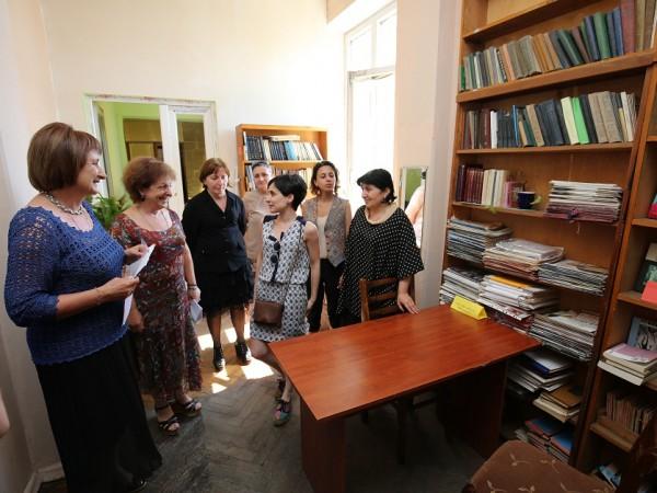 წიგნები და ტექნიკა ზუგდიდის ბიბლიოთეკისთვის