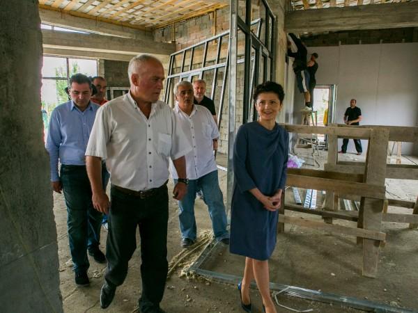 თეა წულუკიანმა ბერძენაულის საზოგადოებრივი ცენტრის მშენებლობა დაათვალიერა