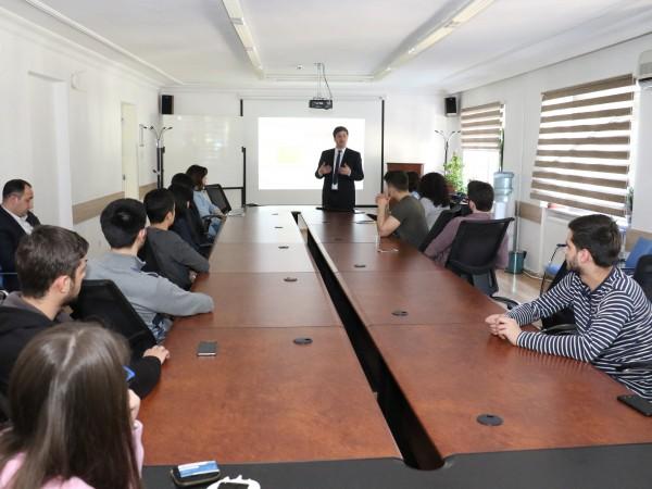 სახელმწიფო სერვისების განვითარების სააგენტოს თავმჯდომარის მოადგილე მიხეილ კაპანაძე შავი ზღვის საერთაშორისო უნივერსიტეტის სტუდენტებს შეხვდა